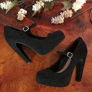 Black suede heels 👠